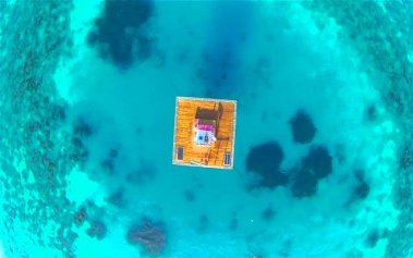 Manta Resort, una habitación en la mitad océano