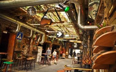 Ruin Pubs en Budapest, la última moda para bares