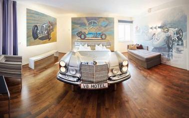V8 Hotel, un hotel para los amantes del automóvil