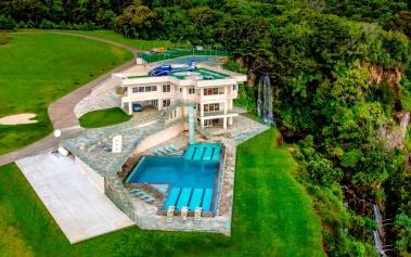 Waterfalling House Hawaii, esta mansión sale a subasta