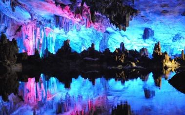 Cuevas Reed Flute, las famosas cuevas subterráneas