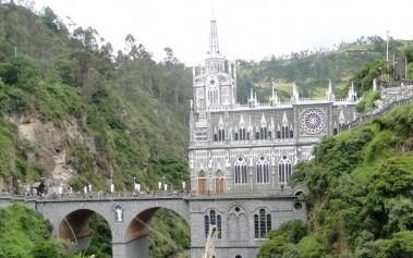 Santuario de Las Lajas: a lo alto del cañón del río Guaítara
