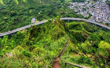 Escaleras Haiku: escaleras al cielo en la isla de Oahu
