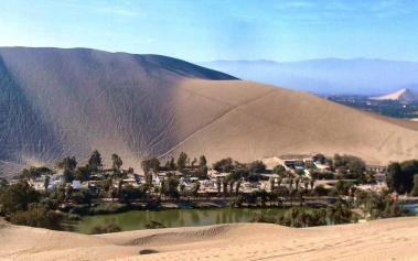 Huacachina: un pueblo al borde de un oasis