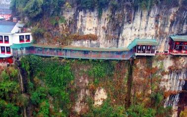 Restaurante Fanweng: una cueva al borde de un acantilado