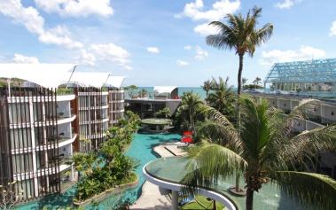 Le Meridien Bali Jimbaran, sobre la imponete laguna