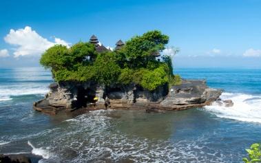Templo de Tanah Lot, sobre el mar de Bali