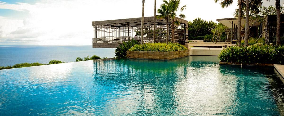 10 hoteles con piscinas infinitas en el cielo y vistas de for Hoteles con piscina