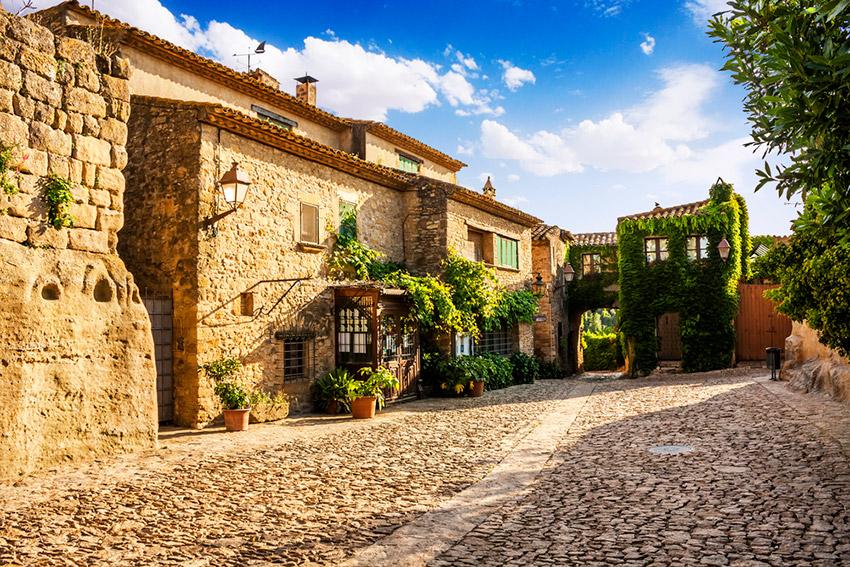 15 pueblos y ciudades con encanto que parecen sacadas de un cuento