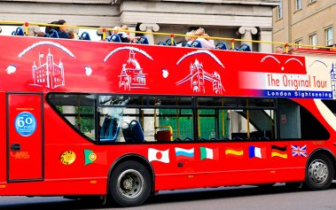 Recorre Londres en un autobús que sirve sushi y gintonic