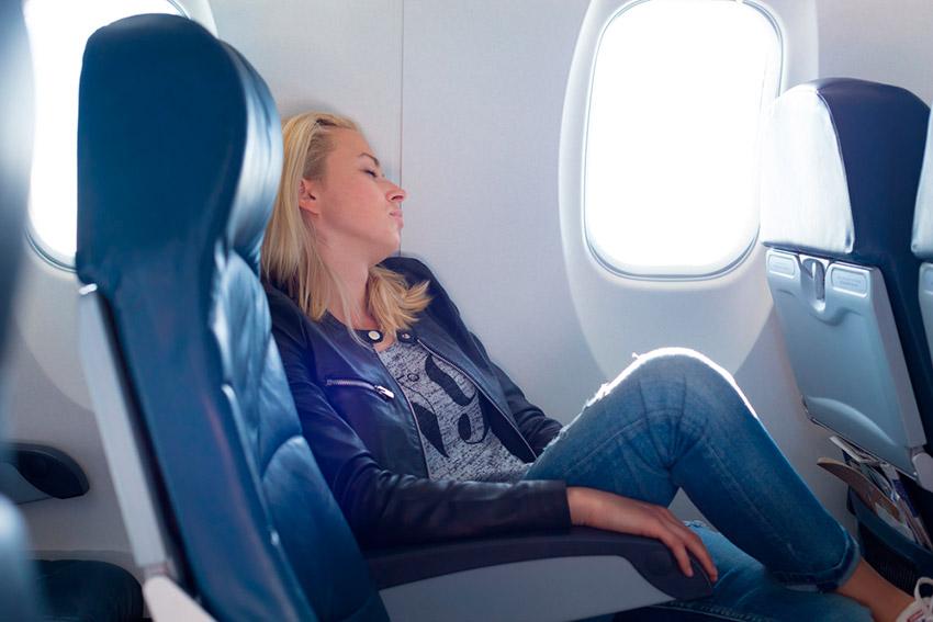 Consejos para evitar el mareo en un avión