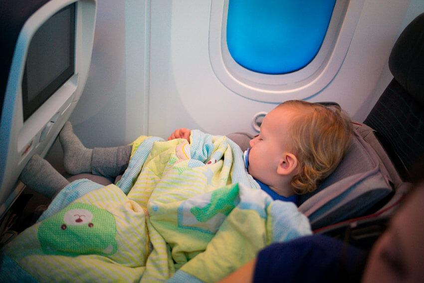 Consejos para viajar con tu bebé en avión