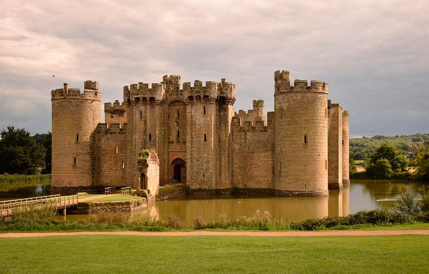 Conoce los castillos abandonados más increíbles del mundo