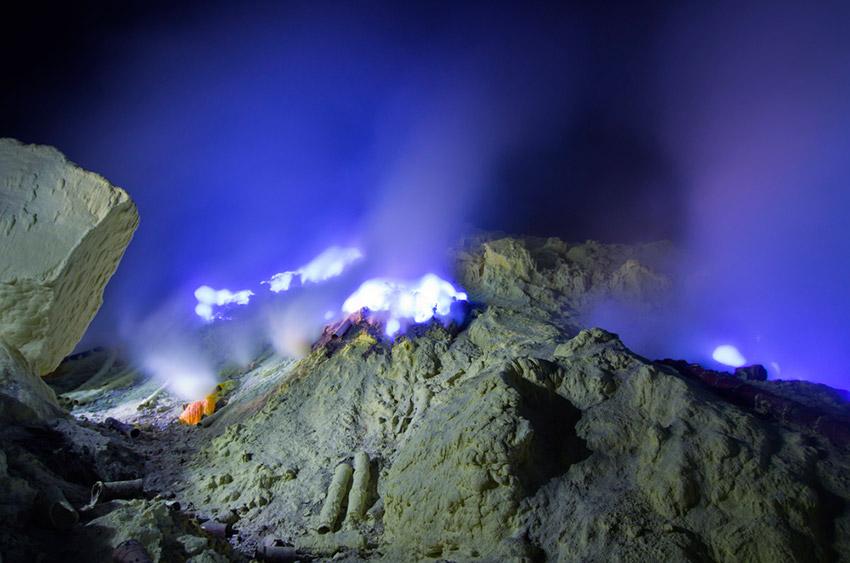 El volcán Kawah Ijen y su misteriosa lava azul