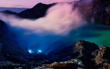 La misteriosa lava azul del volcán Kawah Ijen