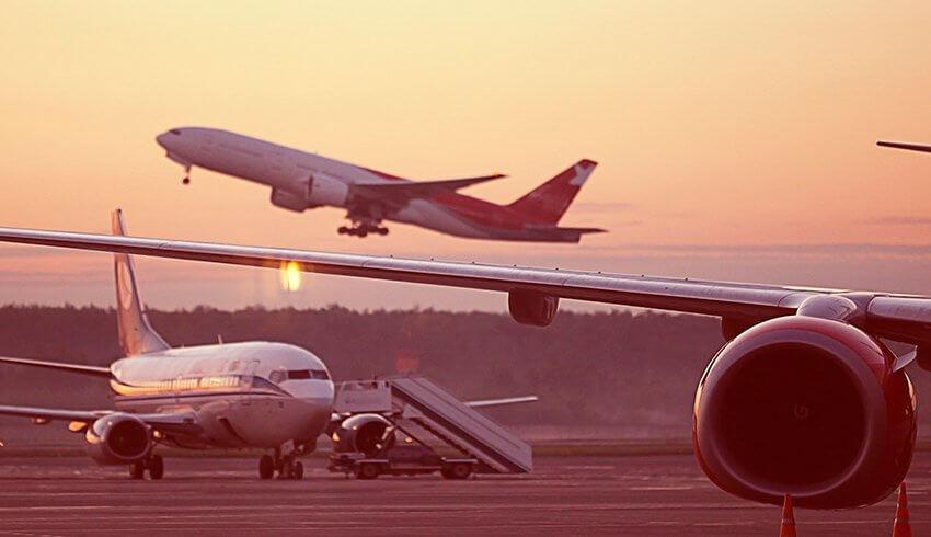 La compañía de vuelos Monarch suspende sus vuelos