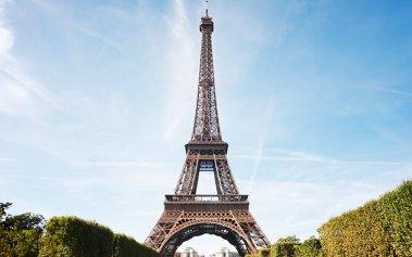¿Sabías que es ilegal tomar fotos en la Torre Eiffel por la noche?