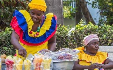 Los platos callejeros de Colombia que debes probar durante tu viaje