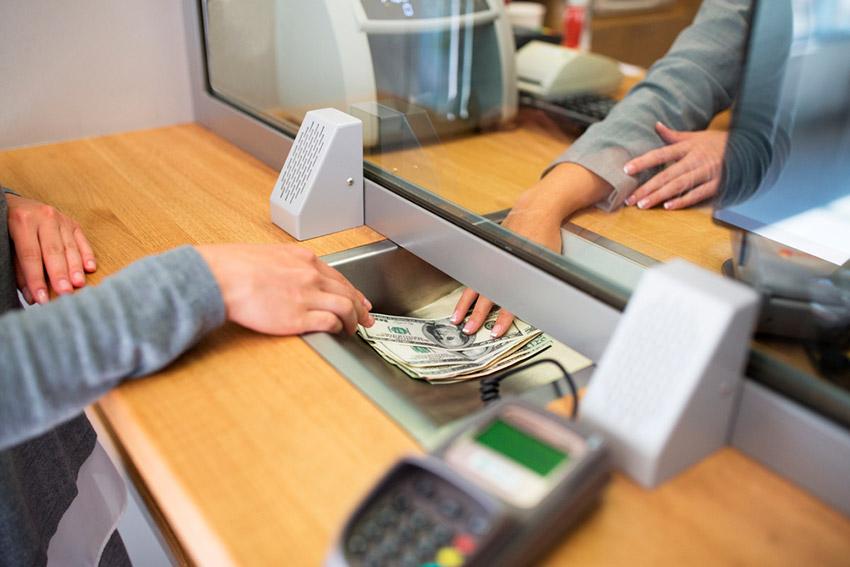 El horario de los bancos, una de las costumbres españolas