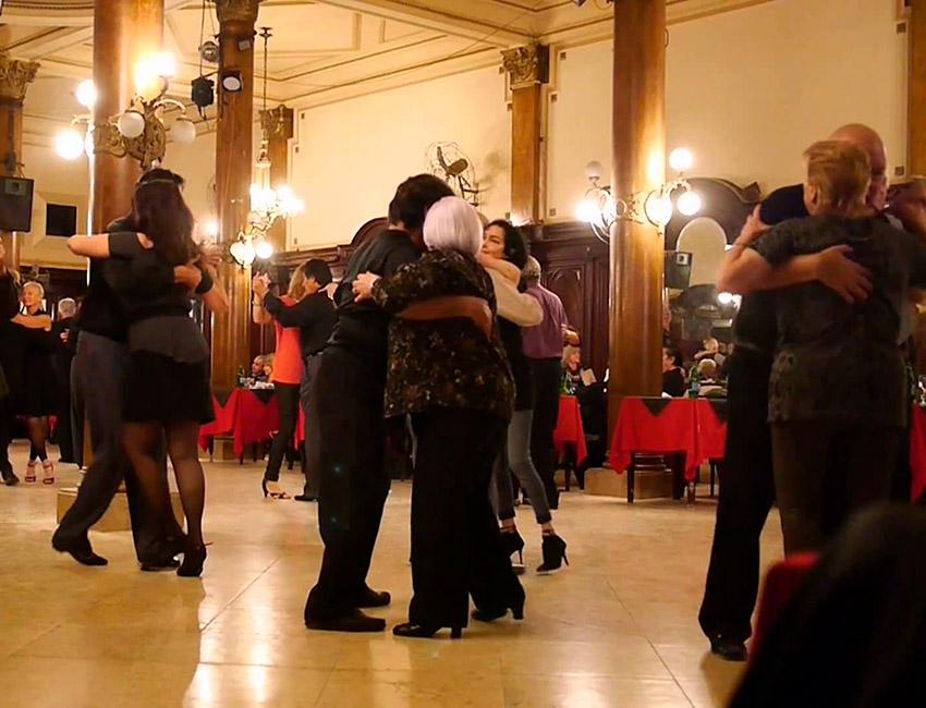 Confitería Ideal, uno de los mejores salones de tango en Buenos Aires
