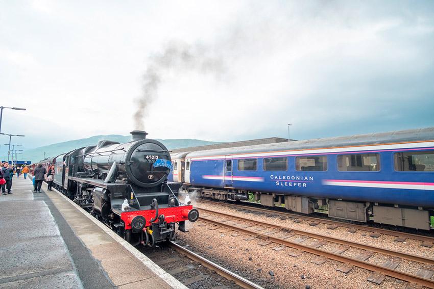 Línea de Hogwarts Express, uno de los lugares ede Harry Potter en Reino Unido width=