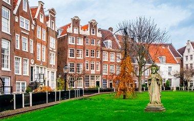 Sitios secretos en Ámsterdam: Begijnhof, un patio tranquilo en medio de la ciudad