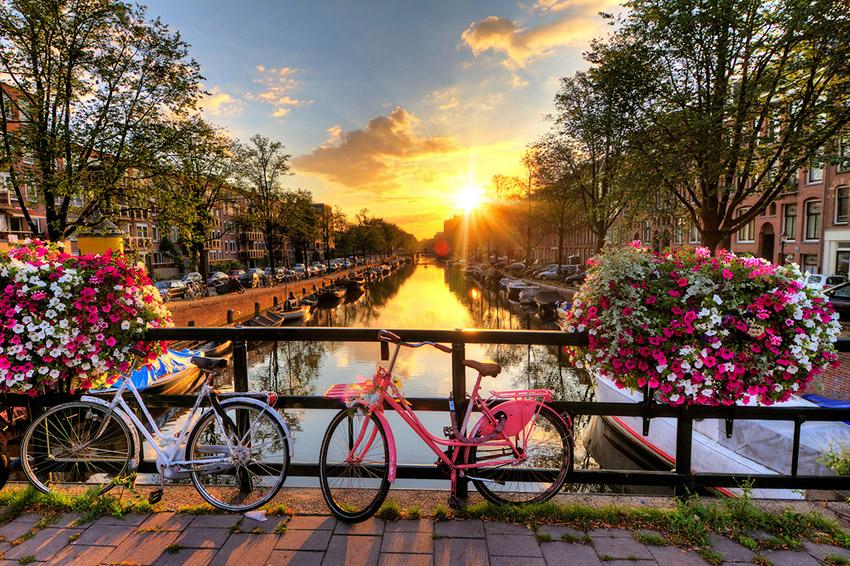 Ámsterdam, uno de los destinos que debes conocer en bicicleta