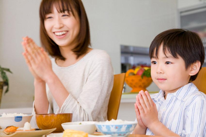 Saludarse con buenos deseos, uno de los festejos de cómo se celebra el Año Nuevo Chino