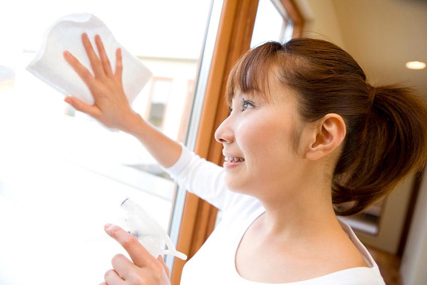 Limpiar la casa, uno de los preparativos de cómo se celebra el Año Nuevo Chino
