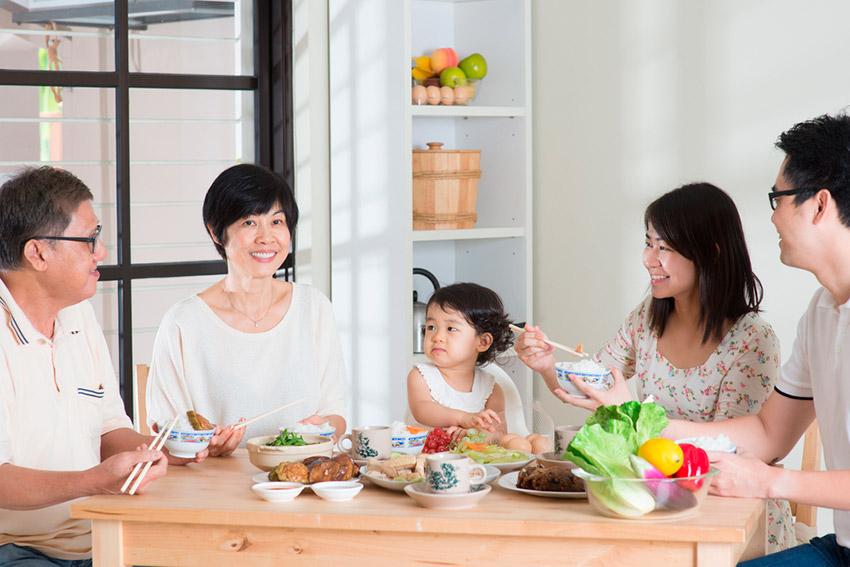 Cena de familia, uno de los festejos de cómo se celebra el Año Nuevo Chino