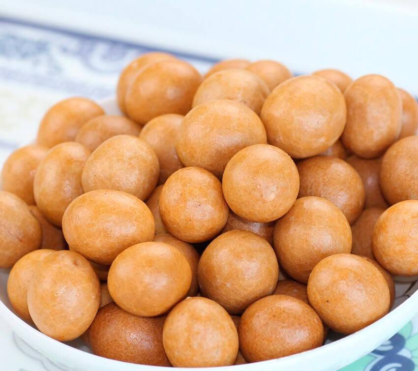 Cacahuete frito cubierto de harina, uno de los dulces para el Año Nuevo Chino