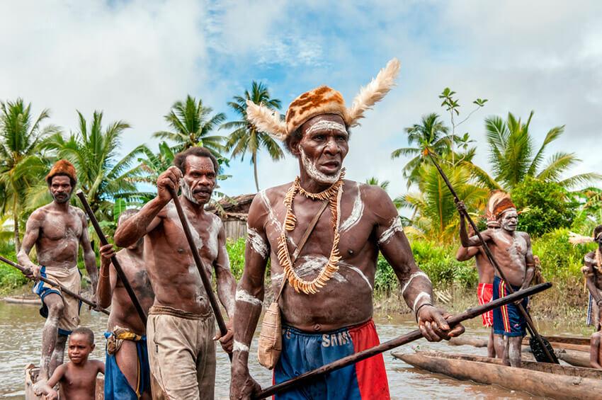 Tribu de Indonesia, uno de los lugares donde existe una de las lenguas del mundo a punto de desaparecer