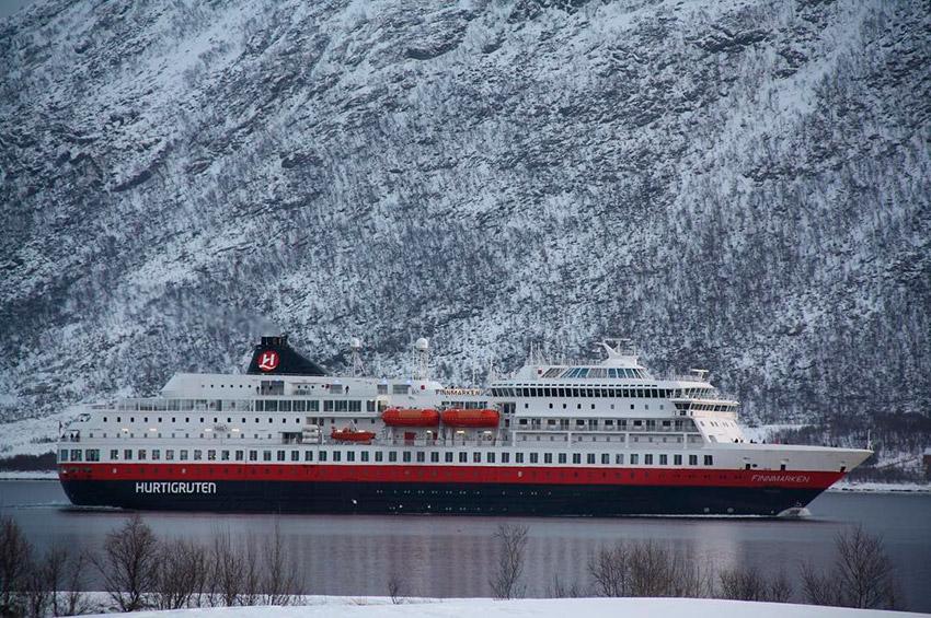 Hurtigruten, uno de los mejores hoteles para viajar solo