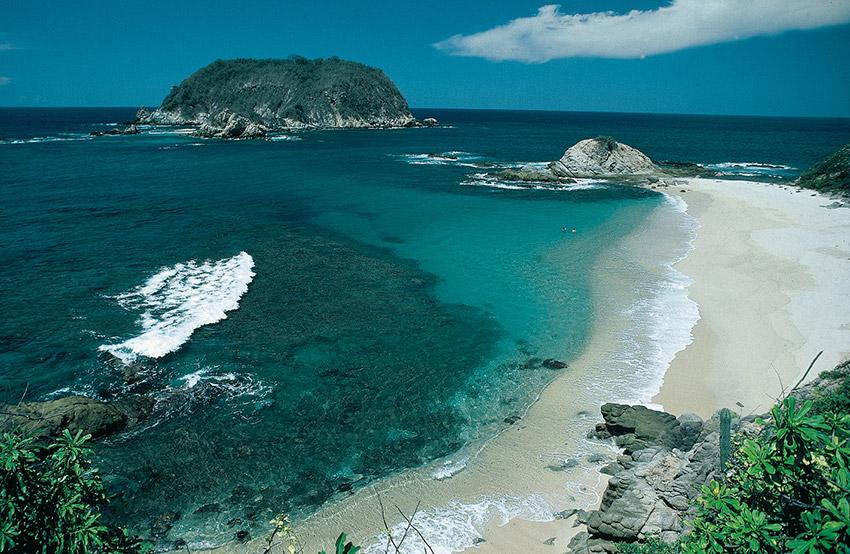 Cacaluta, una de las playas donde practicar yoga en México