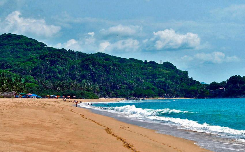 San Pancho, una de las playas donde practicar yoga en México