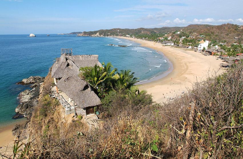 Zipolite, una de las playas donde practicar yoga en México