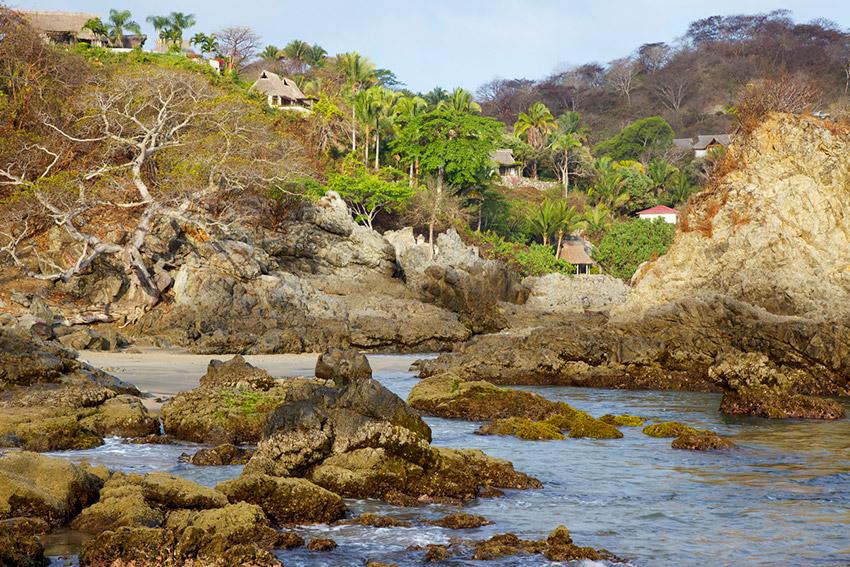 Sayulita, una de las playas donde practicar yoga en México