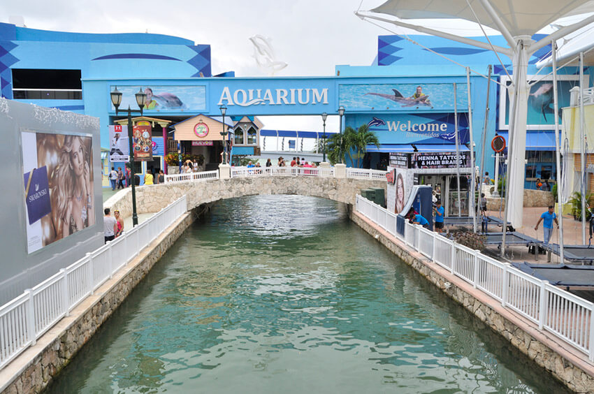 Plaza de la Isla, un lugar para un mochilero en Cancún
