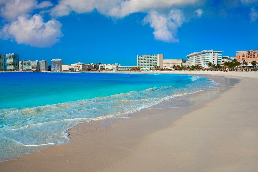 Playa Gaviota Azul, una de las playas tranquilas cerca de Cancún