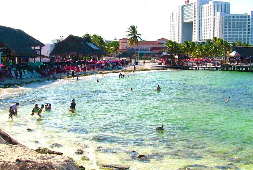 Playa Tortugas, una de las playas tranquilas cerca de Cancún