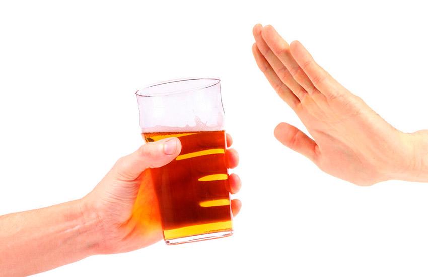 No tomar alcohol, uno de los consejos para combatir el jet lag