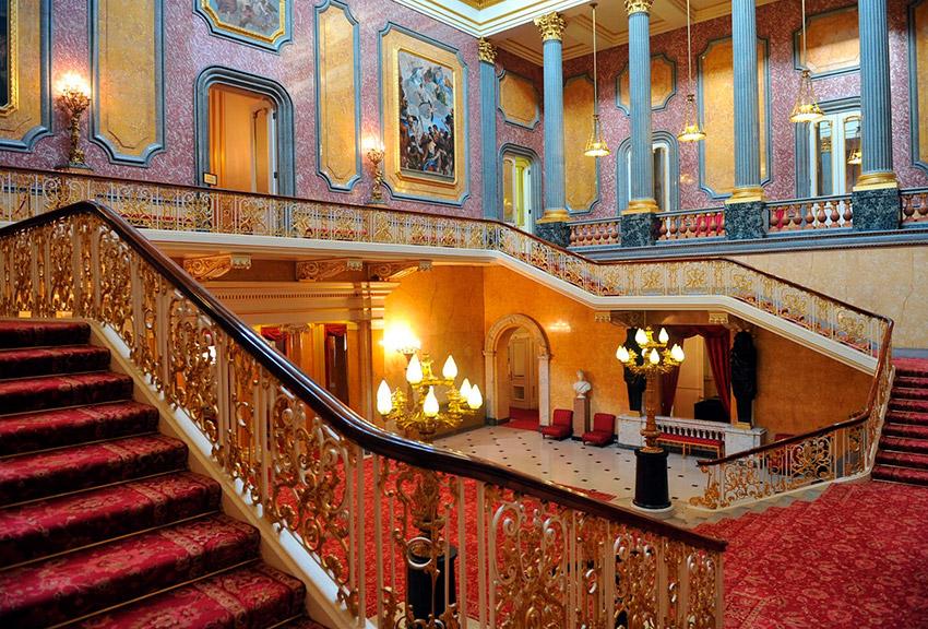 La Escalera de Caracol, una de las cosas que visitar en el Palacio de Buckingham