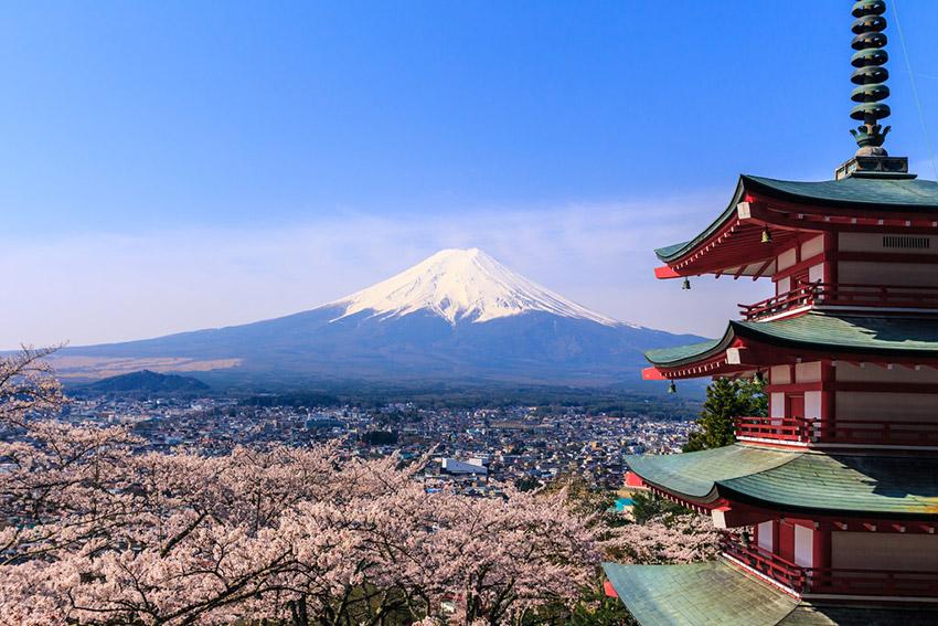 Chureito Pagoda, uno de los lugares para observar el Hanami