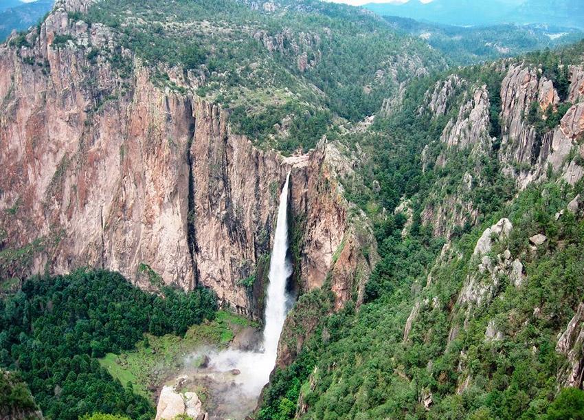 Parque Nacional Cascada de Basaseachi, uno de los lugares dónde practicar deportes de aventura en Chihuahua