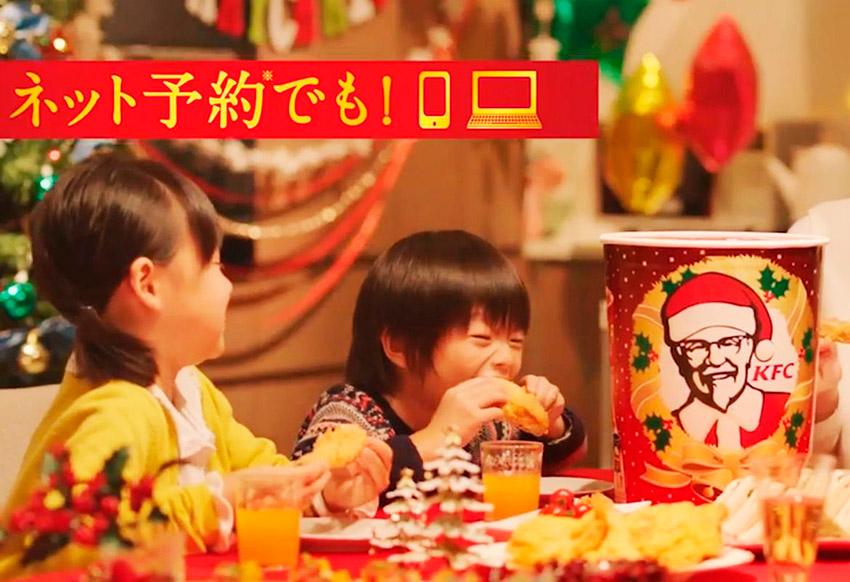 Niños japoneses comiendo KFC en Navidad, una de las costumbres gastronómicas extrañas del mundo