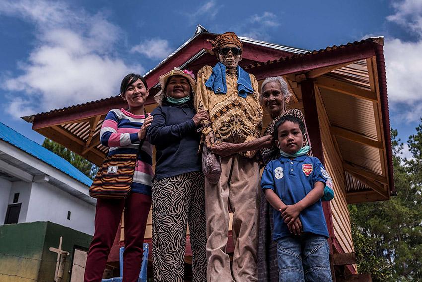 Los Toraja con un cadaver, una de las costumbres gastronómicas extrañas del mundo
