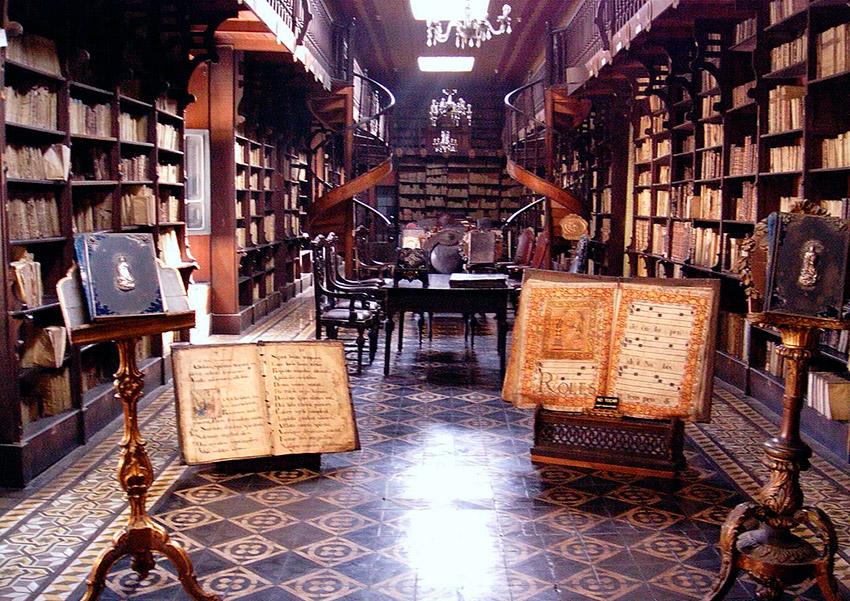 Biblioteca de la Basílica de San Francisco, una de las bibliotecas más bonitas del mundo