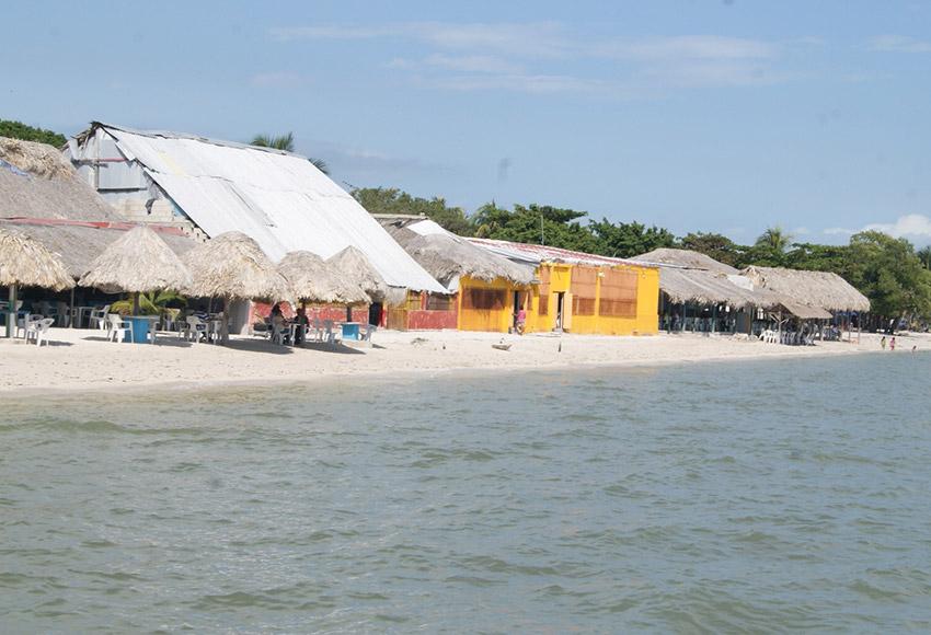 Playa Minagua, una de las playas tranquilas en Campeche