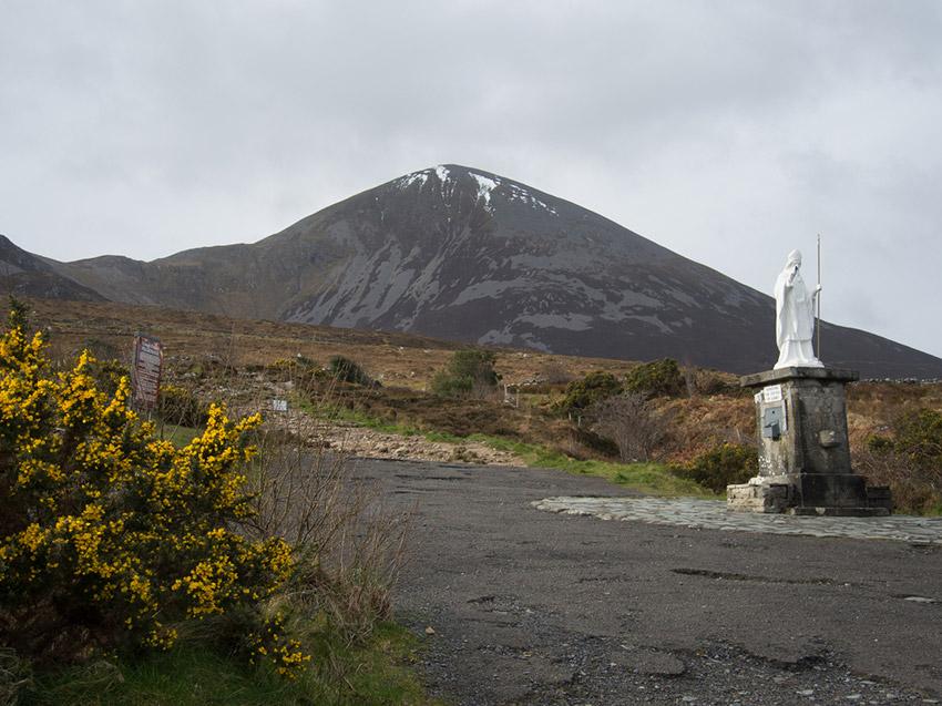 Croagh Patrick, uno de los lugares de las rutas de peregrinaje en Irlanda