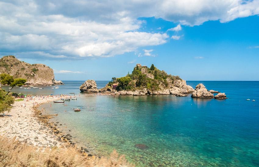 Isola Bella, uno de los lugares de Taromina y uno de los rincones que no puedes perderte en Sicilia